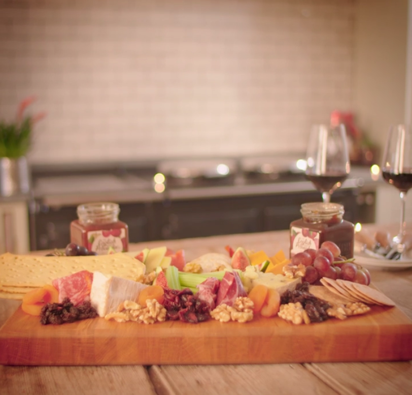 /recipes/entertaining/the-perfect-cheeseboard/